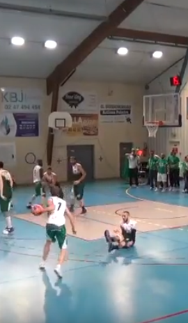Johan ligne de fond pour le dunk  !